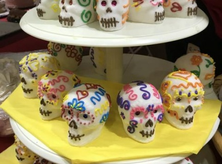 https://pixabay.com/en/sugar-skulls-tradition-3723429/
