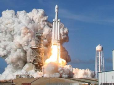 A SpaceX Falcon Heavy rocket lifts off  from historic launch pad 39-A at the Kennedy Space Center in Cape Canaveral, Florida, on Feb. 6, 2018.
