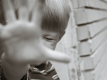 https://pixabay.com/en/boy-child-young-person-hand-stop-3081940