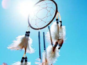 https://pixabay.com/en/dreamcatcher-native-american-1082228/