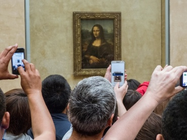 Are Phones and Social Media a Distraction in Museums and Galleries?