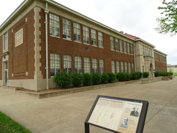 https://commons.wikimedia.org/wiki/File:Former_Monroe_Elementary_School_-_Brown_v._Board_of_Education_Historic_Site_-_Topeka_-_Kansas_-_USA_(40032661120).jpg