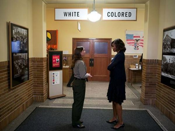 English: First Lady Michelle Obama speaks with a National Park ranger at the Brown v. Board of Education National Historic Site in Topeka, Kansas on May 16, 2014.