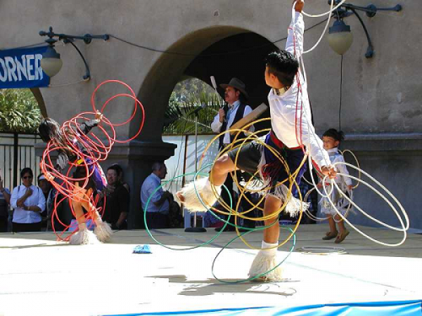 American Indian Dance Theatre - Eagle & Hoop Dance