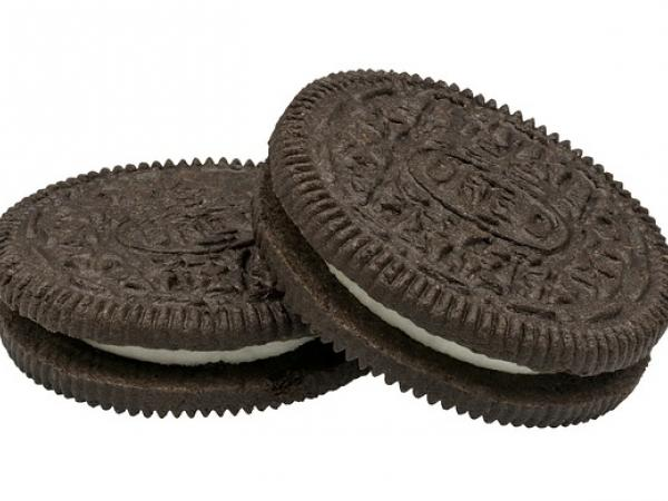 The Moon's phases in Oreos