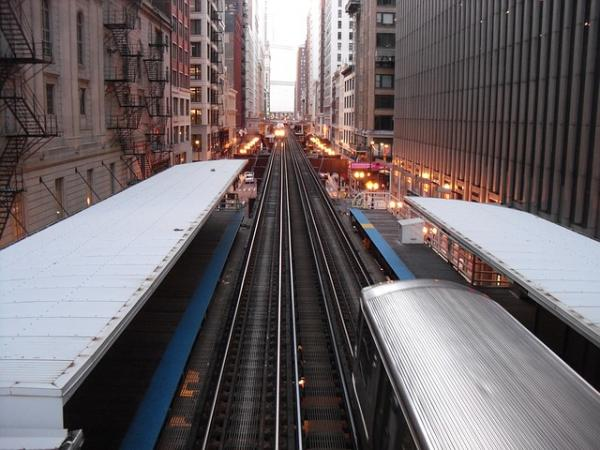 pixabay https://pixabay.com/en/chicago-train-transportation-urban-191876/