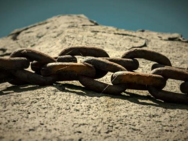 pixabay chain on rock