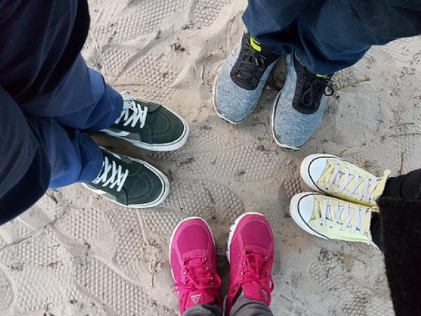 https://pixabay.com/en/shoes-sneakers-stand-in-a-circle-2586313/