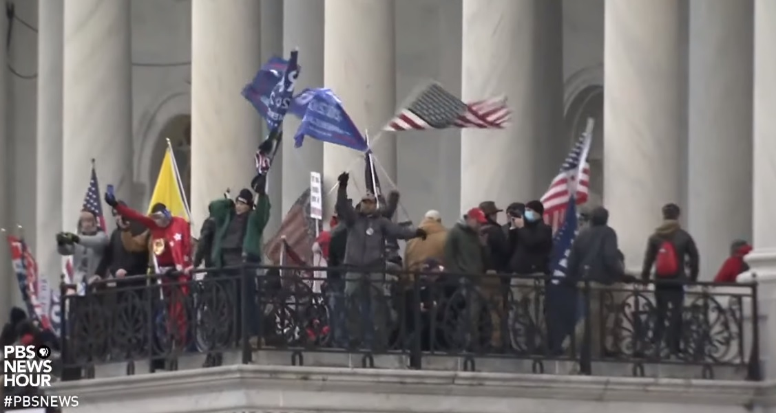 A mob of Donald Trump's supporters gather in front of the U.S. Capitol Building in Washington D.C